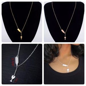 Jewelry - 5⭐️ rating! Pouring wine bottle necklace: 3 colors